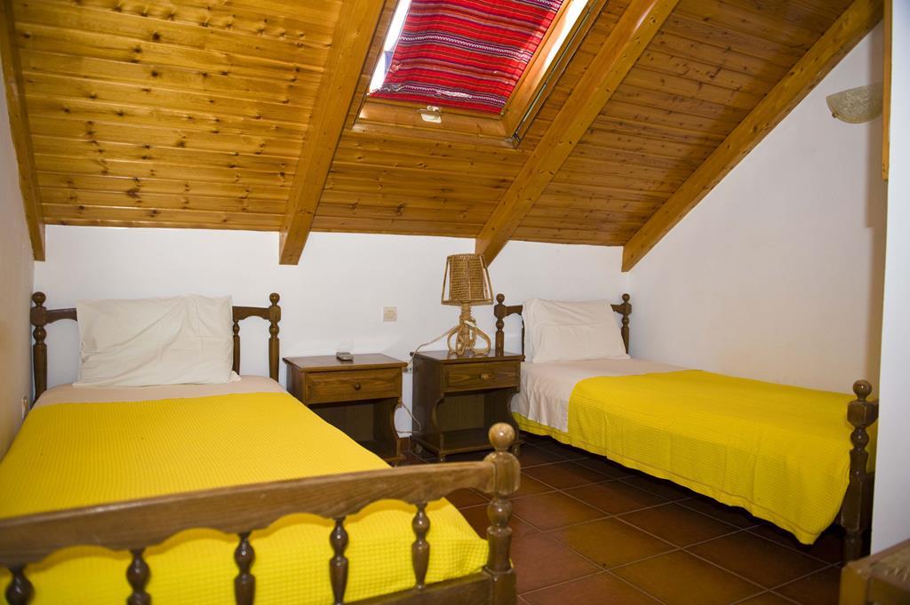 villa_pandora_loft_apartment_single_beds_room